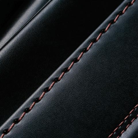 No.6 牛革ボルサパステルクラシック 黒/セピア ステッチの色
