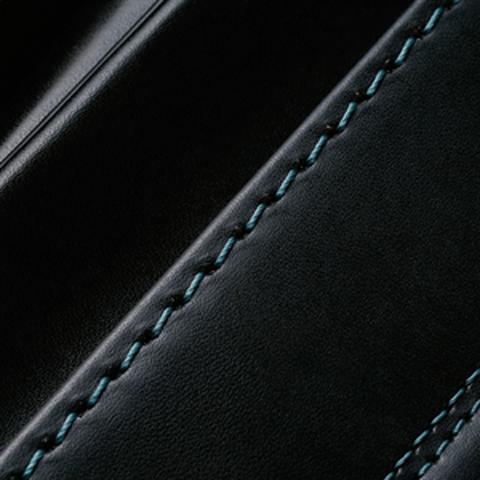 No.6 牛革ボルサパステルクラシック 黒/グリーン ステッチの色