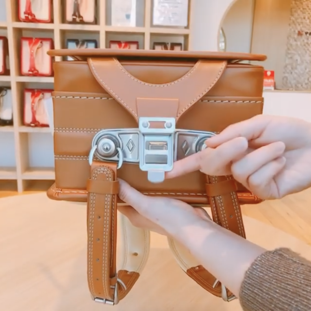 中村鞄ランドセルのワンタッチマグネット錠