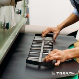 中村鞄製作所の革の裁断